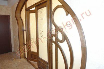 Дверной портал из березы, выполненный в стиле «Модерн»